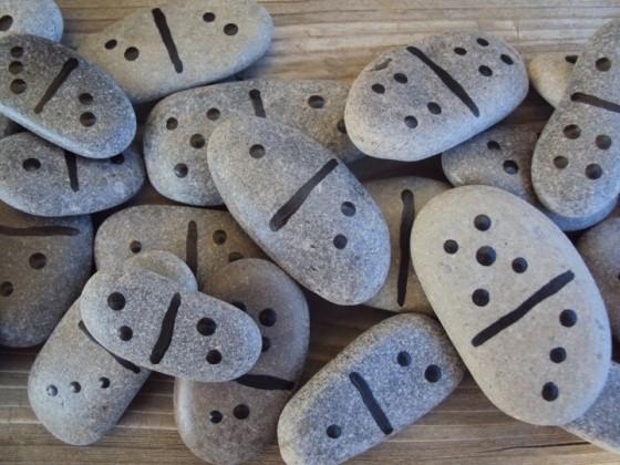 dominos stones